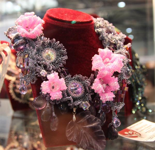 бисерные колье, бисерные серьги, браслеты из бисера и бусин. разнообразнейшие украшения из бисера и бусин.