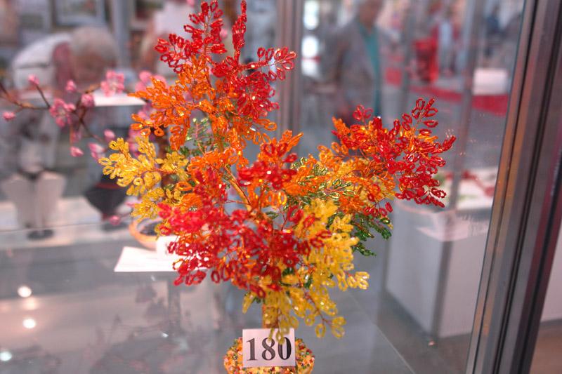 бисерная флористика, деревья из бисера, выставка рукоделия в Киеве.